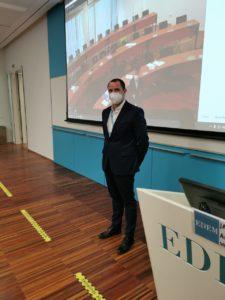 Mauro Cardona durante la clase a los alumnos de EDEM